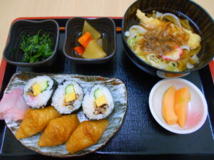 ごちそうの日①~助六寿司とお好きな麺~